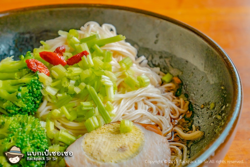 Thin noodles with sesame oil